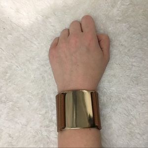 Jewelry - Gold and leather band bracelet